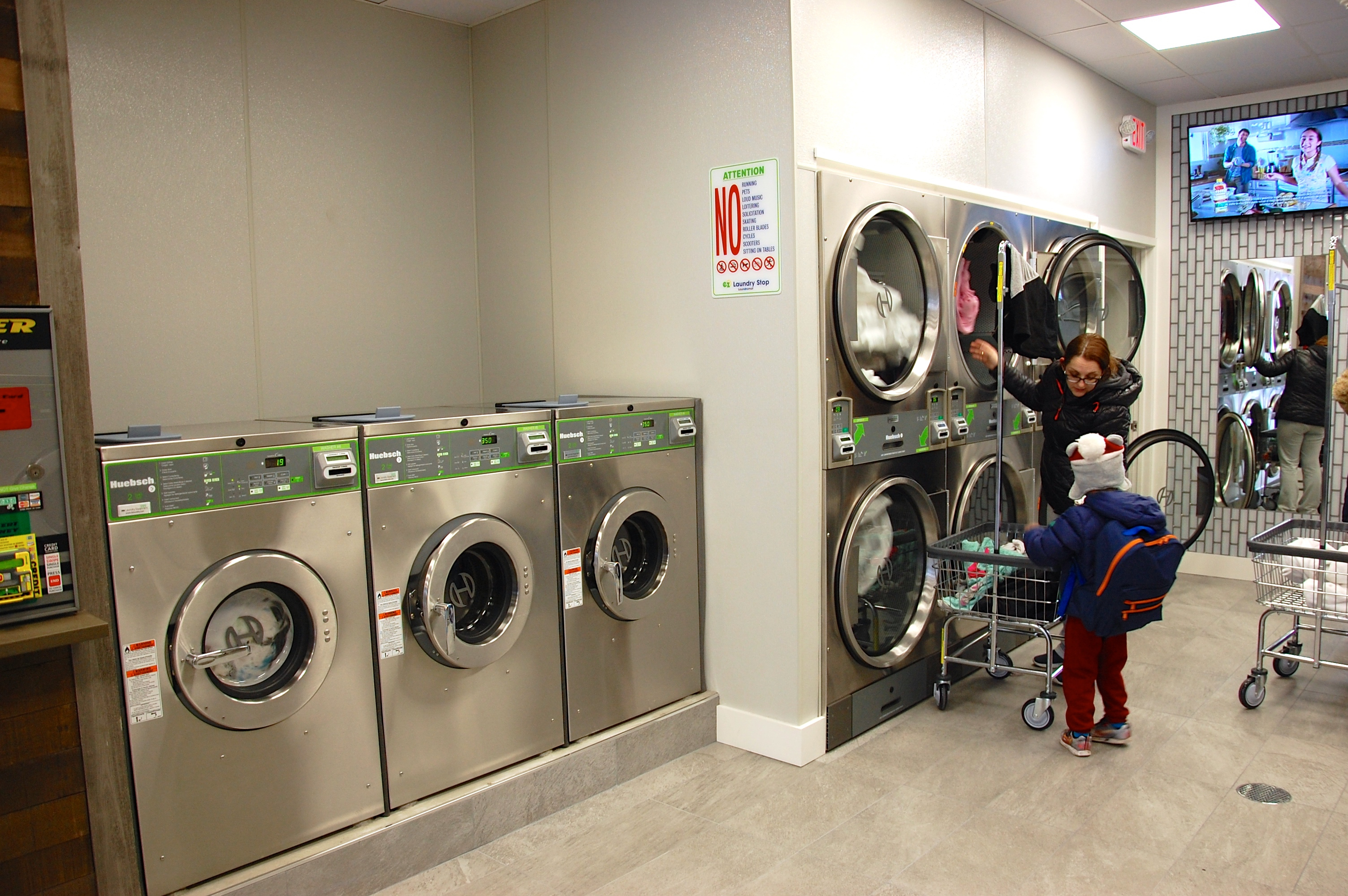 The professional designed Laundromat maximizes the number of machines & customer space. Thumbnail